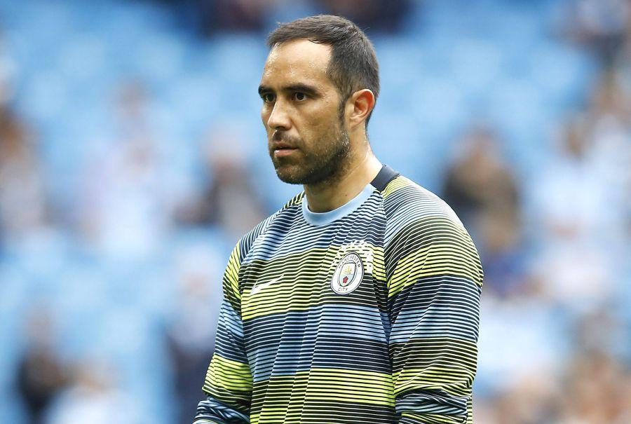 En Inglaterra afirman que Claudio Bravo peligra en el Manchester City