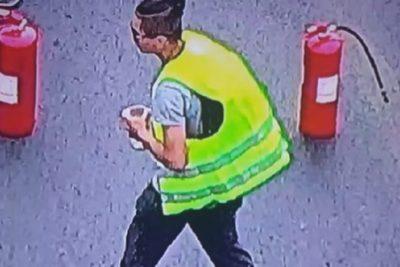 """Detienen a sujeto que cobraba """"peaje"""" a conductores que transitaban por Plaza Baquedano"""