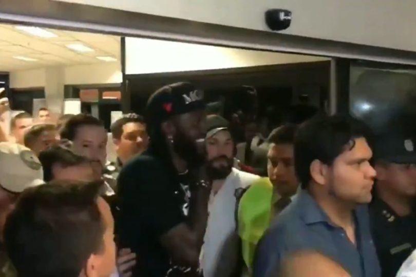 VIDEO | Locura total en Paraguay por la llegada de Emmanuel Adebayor a Olimpia