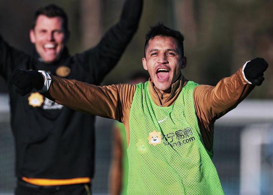 """En Italia destacan a Alexis Sánchez: """"Corre a una velocidad vertiginosa"""""""