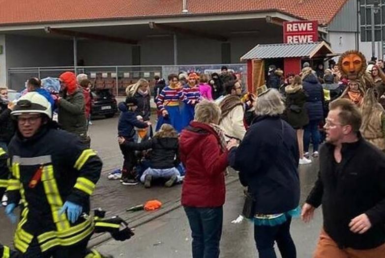 """""""Sujeto embiste con su vehículo a multitud en un carnaval en Alemania y deja más de 30 heridos"""""""