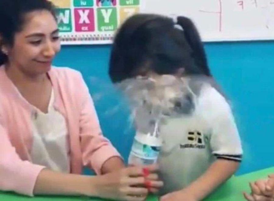 VIDEO | Despiden a educadora de párvulos por hacer cruel broma a una alumna