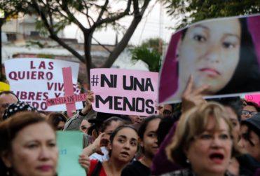 """Desgarrador discurso de madre de víctima de femicidio en México: """"¡La que no quiera quemar todo, que no nos estorbe!"""""""