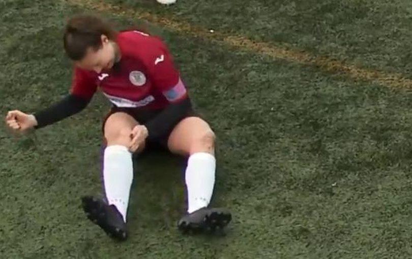 VIDEO | Jugadora se dislocó la rodilla y se la acomodó a golpes para seguir jugando