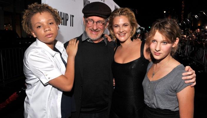Hija de Steven Spielberg producirá y protagonizará películas porno