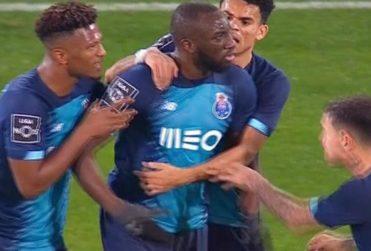 VIDEO | Jugador sufre ataques racistas y abandona el partido sin el apoyo de su equipo