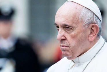 Papa Francisco suspende misa en Roma por enfermedad y dispara rumores