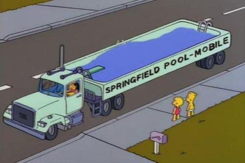 Vecino de Paine se inspira en Los Simpson para crear piscina móvil