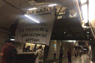 FOTOS + VIDEOS |Estudiantes protestan en diversas estaciones de Metro contra la PSU