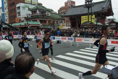 Maratón de Tokio deja fuera a los corredores aficionados por temor al coronavirus