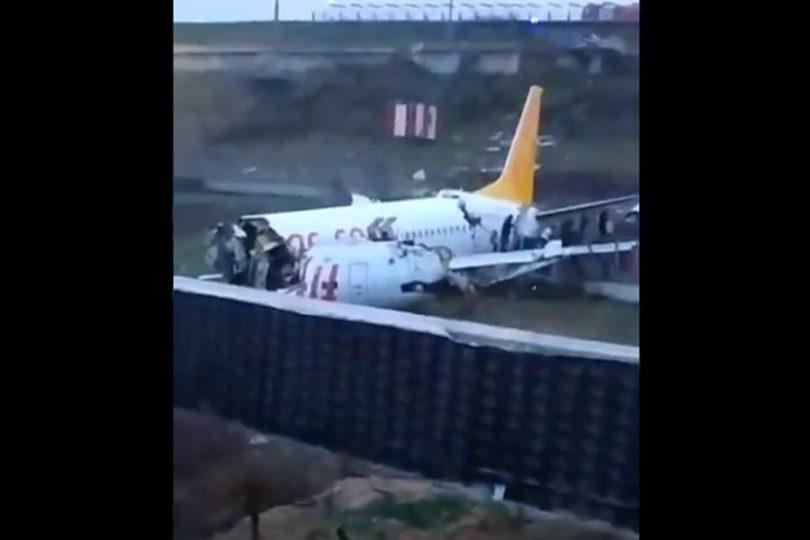 Avión con 177 pasajeros sale de la pista y se parte en tres en Turquía