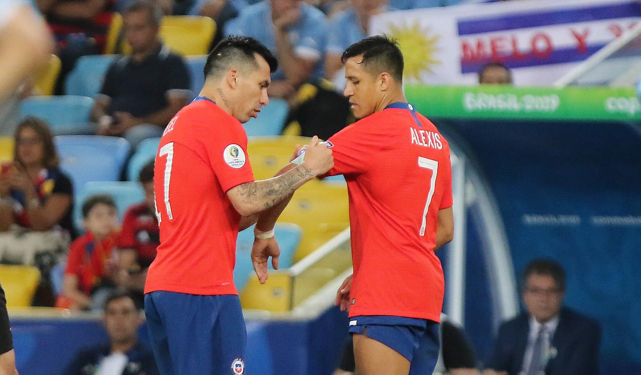 Sánchez, Medel y Pulgar deberán estar en cuarentena al llegar a Chile