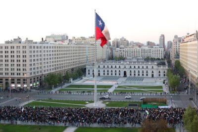 Seis funcionarios de La Moneda en cuarentena preventiva por Covid-19