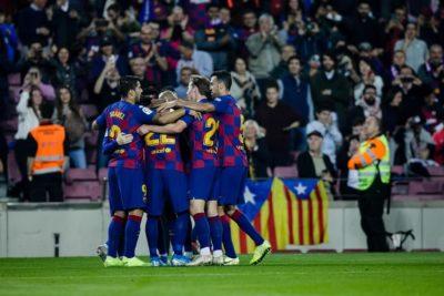 Arturo Vidal y sus compañeros del FC Barcelona se rebajarán el sueldo en un 70%