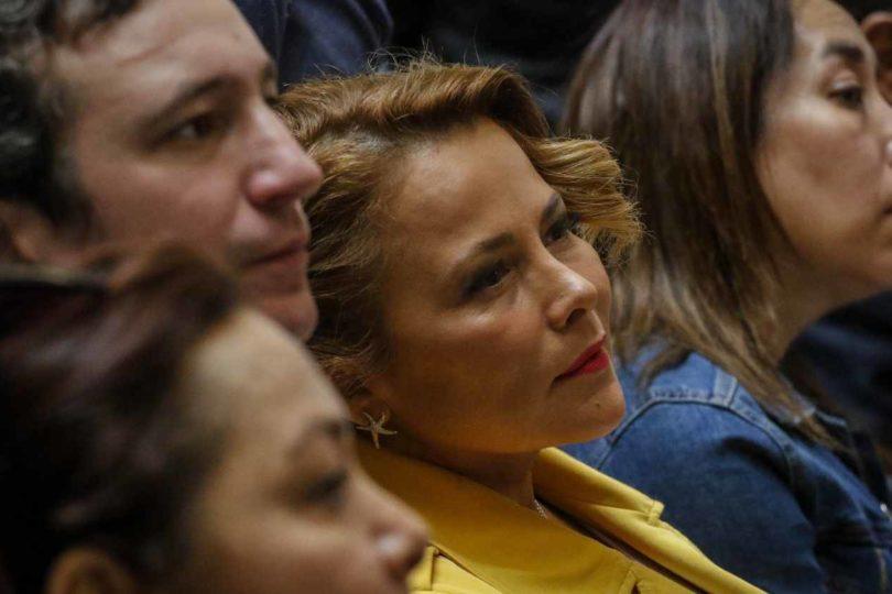 Cathy Barriga transmite funeral de víctima por coronavirus en redes sociales