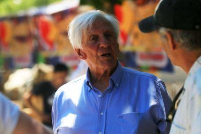 Alcalde de Vitacura cierra botillerías tras denuncias de fiestas durante cuarentena total