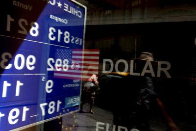 Dólar comienza la jornada cotizándose a su mayor precio histórico
