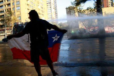 Nueva jornada de protestas en Plaza Baquedano dejó 62 detenidos
