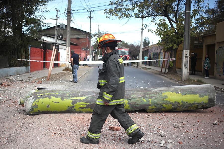 Siete personas lesionadas tras explosión al interior de empresa en La Cisterna