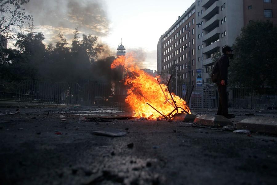 Transantiago suspende servicios y estaciones de Metro cerradas por disturbios