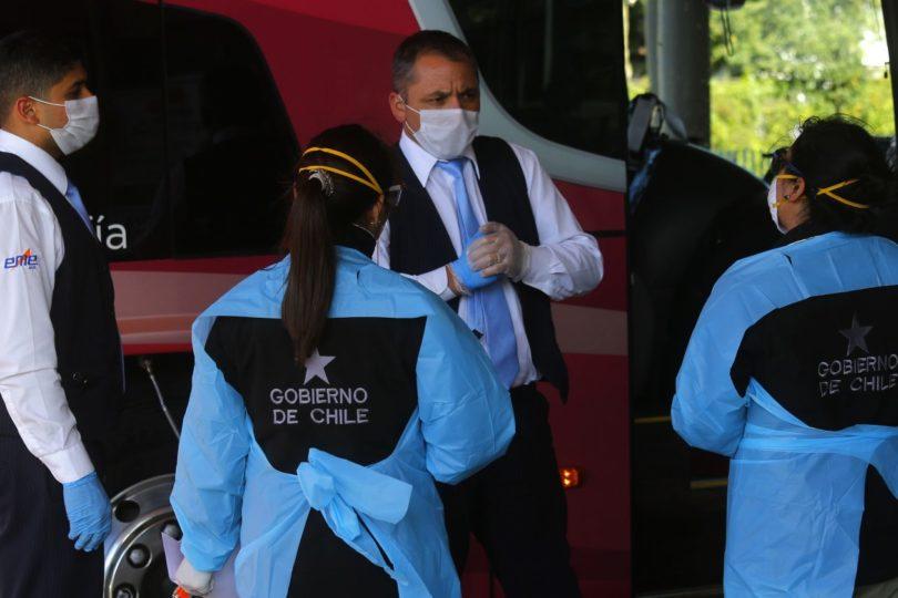 Bus se devolvió a Santiago y abandonó a pasajeros en hospital por sospecha de coronavirus