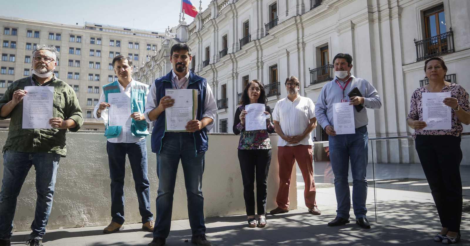 Alcaldes piden decretar cuarentena total en toda la Región Metropolitana