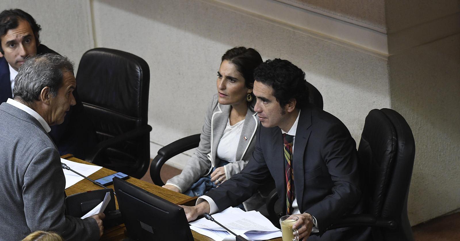 """Ministra Zaldívar se abre a """"rectificar"""" polémico dictamen de Dirección del Trabajo"""