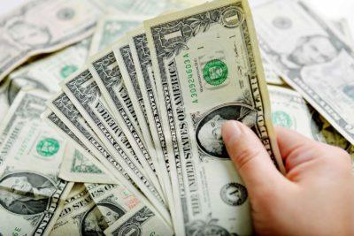 Encuesta del Banco Central prevé caída del dólar bajo los $800 en menos de un año