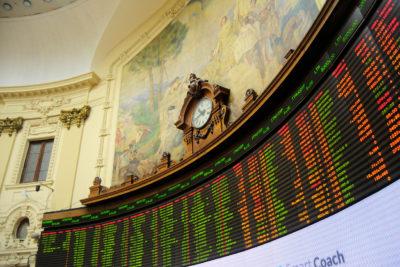 Sombría jornada: bolsa de valores por el suelo y el dólar desatado