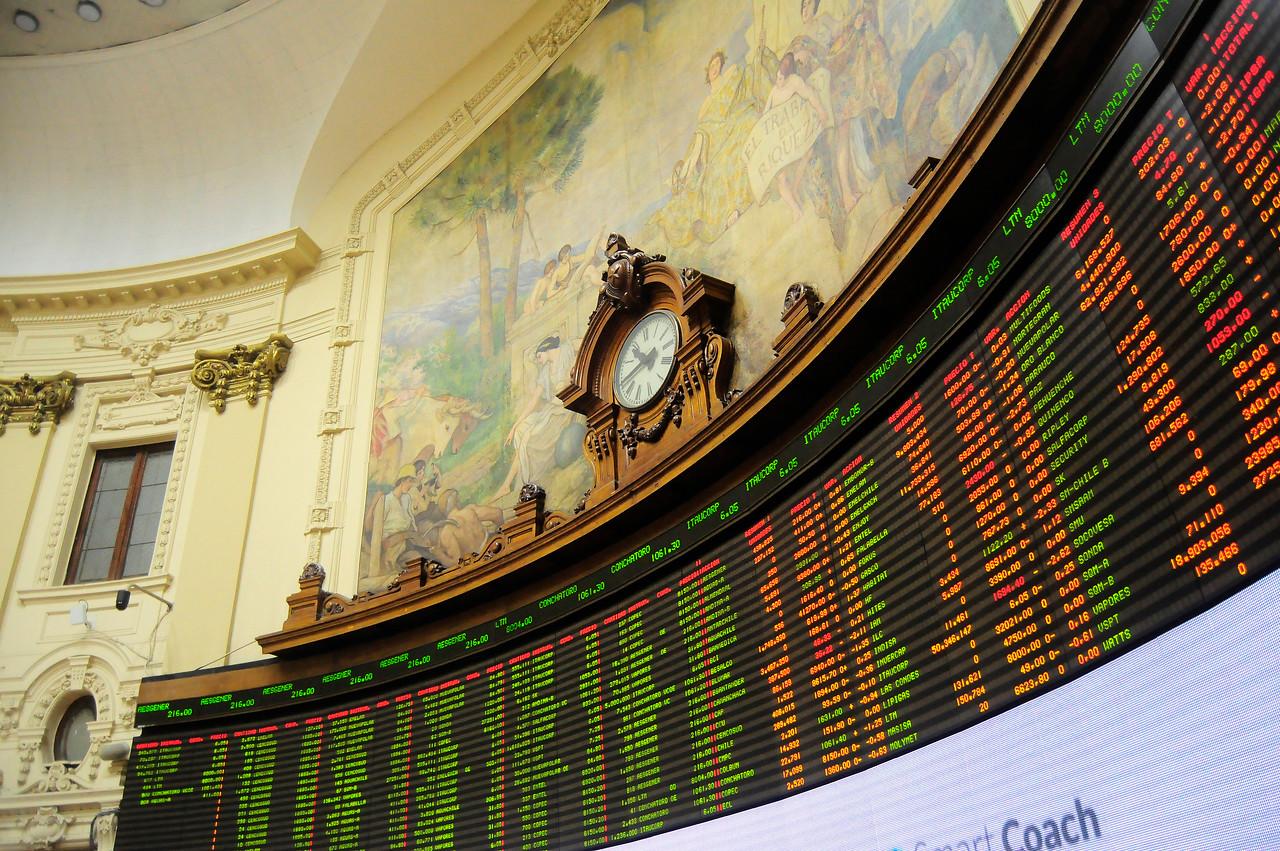 """""""Sombría jornada: bolsa de valores por el suelo y el dólar desatado"""""""