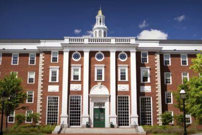 Universidad de Harvard y otras instituciones de EE.UU no exigirán puntajes en exámenes para postular