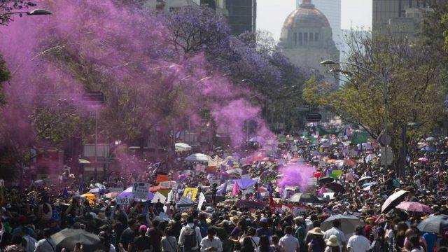 Multitudinarias marchas en el mundo por el 8M