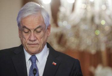 Cadem: Piñera aumenta su aprobación y 69% cree que debe decretar cuarentena total
