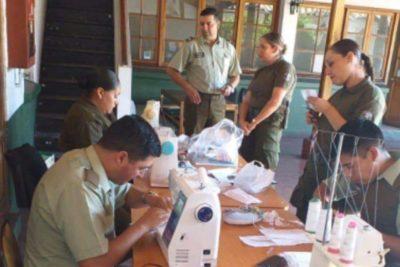 Carabineros confeccionan propias mascarillas para protegerse del coronavirus