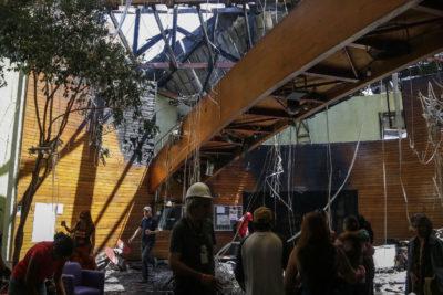Bomberos descartó que bomba lacrimógena provocara incendio en el Centro Arte Alameda