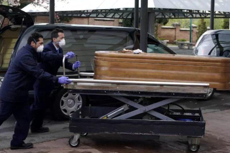 Convierten pista de hielo en morgue tras colapso de funeraria municipal de Madrid