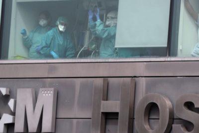 VIDEO   Hospitales en España: pacientes duermen en el suelo y muertos por coronavirus superaron los dos mil
