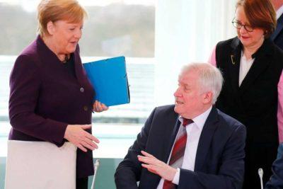 VIDEO   Ministro rechaza saludo de Ángela Merkel por temor a contagiarse de coronavirus