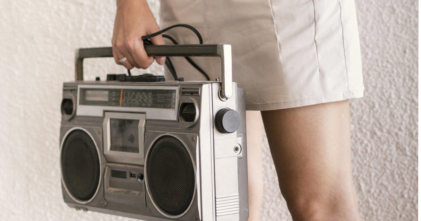 Estudiantes sin acceso a internet podrán escuchar sus clases a través de la radio