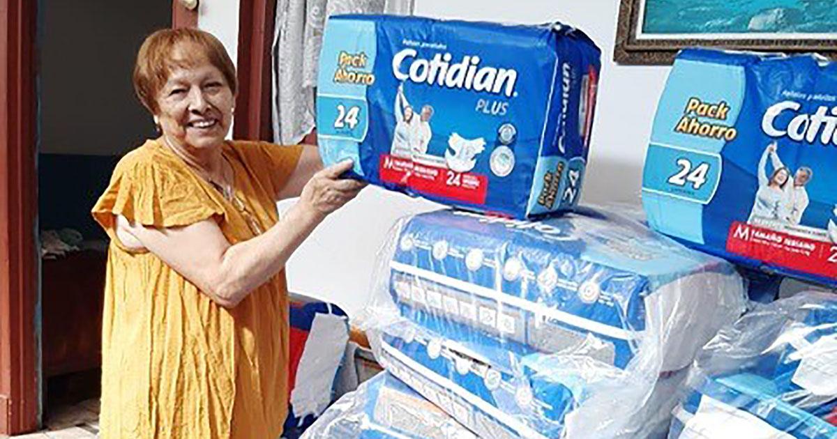 """CMPC donó 100 mil pañales y una tonelada de alcohol gel a adultos mayores vulnerables"""