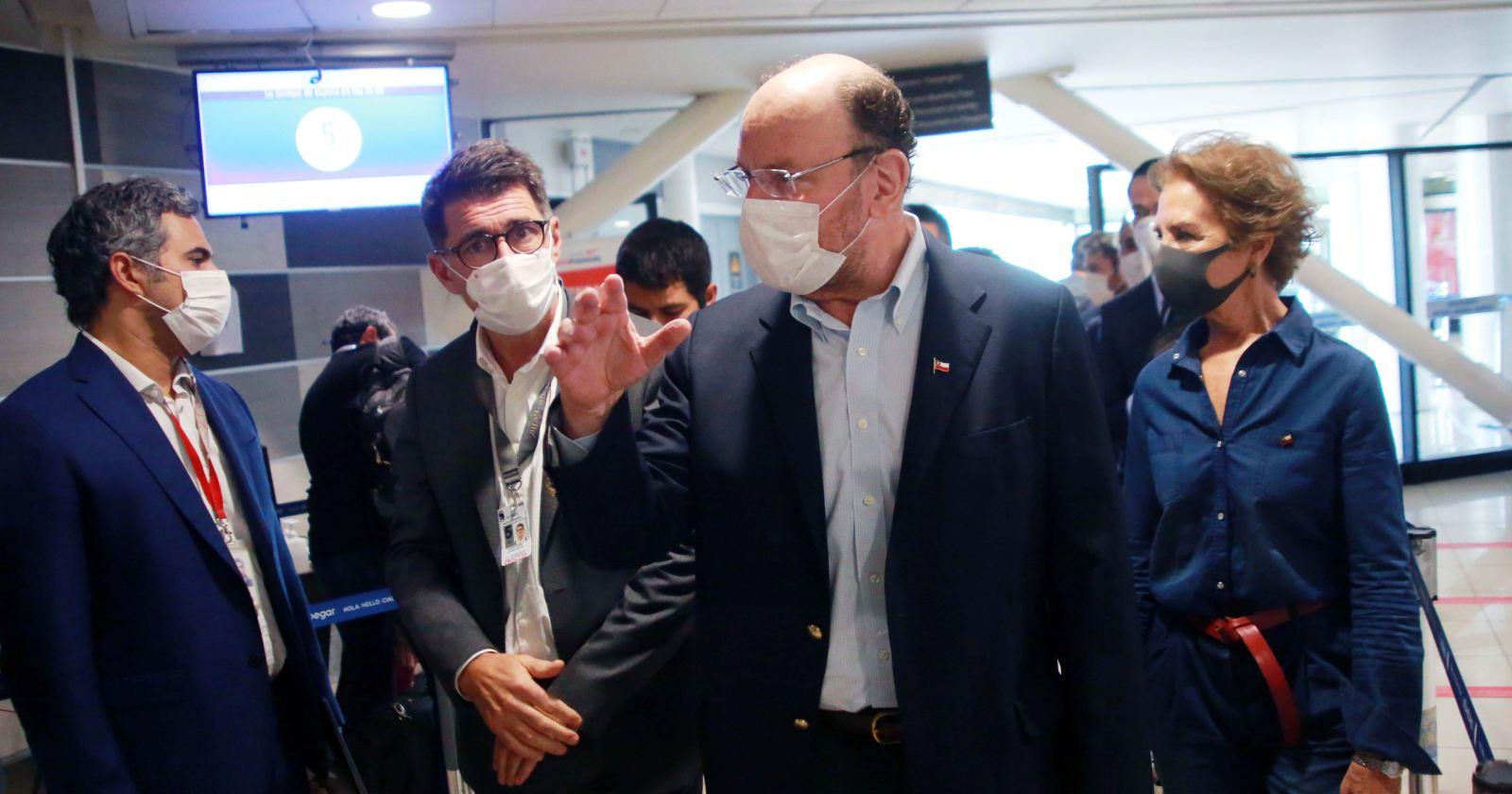Gobierno implementa barrera digital en la aduana sanitaria del aeropuerto