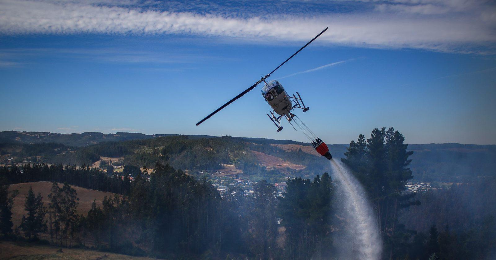 FNE acusa colusión de empresas de helicópteros que combaten incendios