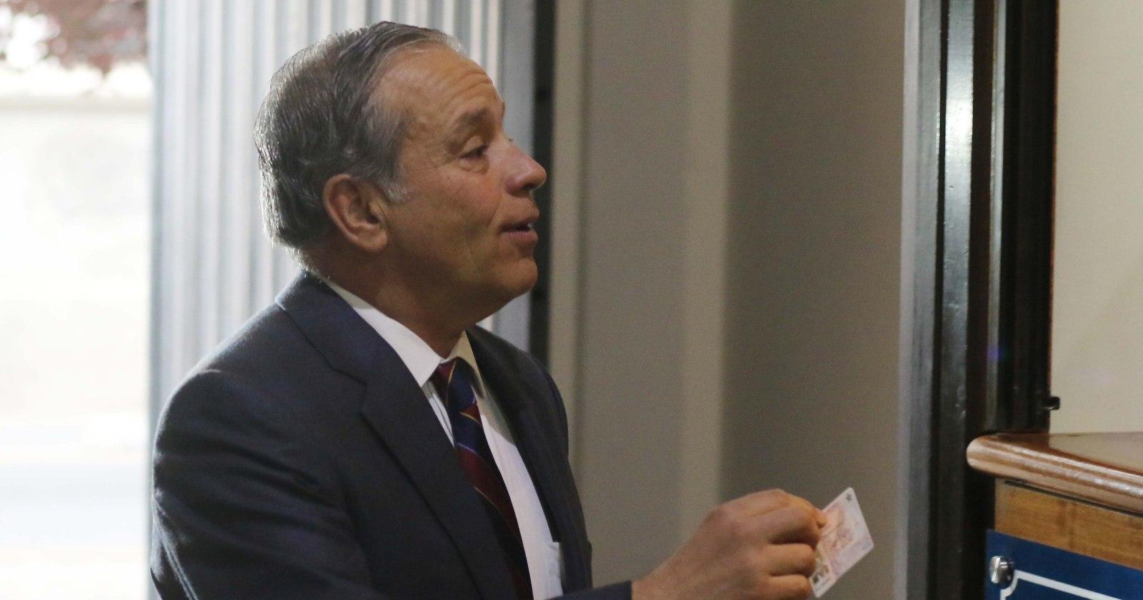 Ex general Oviedo es procesado por fraude de casi $60 millones