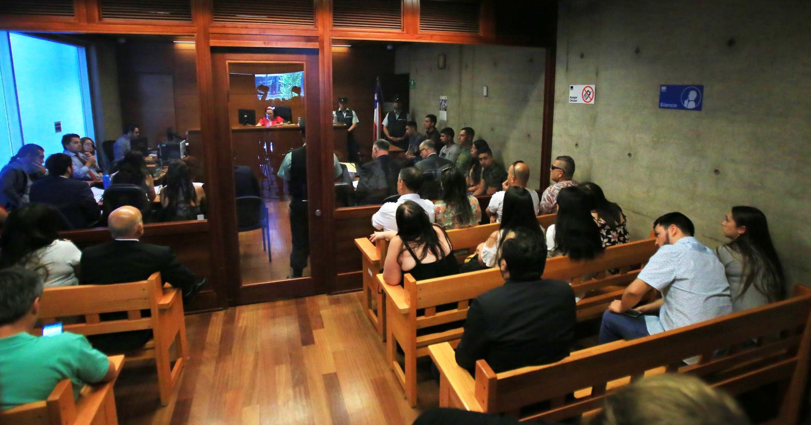 Tribunal rebaja cautelares a carabineros acusados de abuso sexual contra estudiante