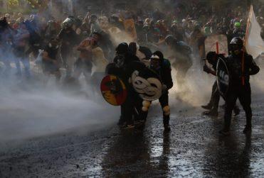 Tribunal revoca prisión preventiva a 12 detenidos en manifestaciones en Plaza Italia