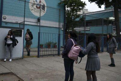 Diferir horarios y distancia en pupitres: las alternativas del Gobierno para el regreso a clases
