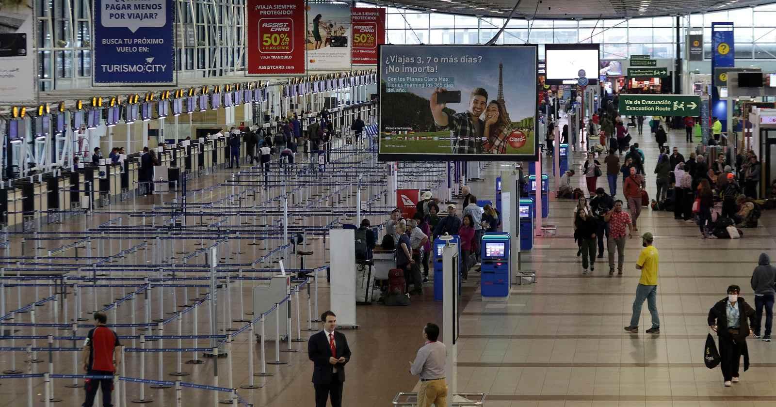 """""""Detectan a cuatro casos sospechosos de coronavirus en aeropuerto: se dirigían a Rapa Nui"""""""