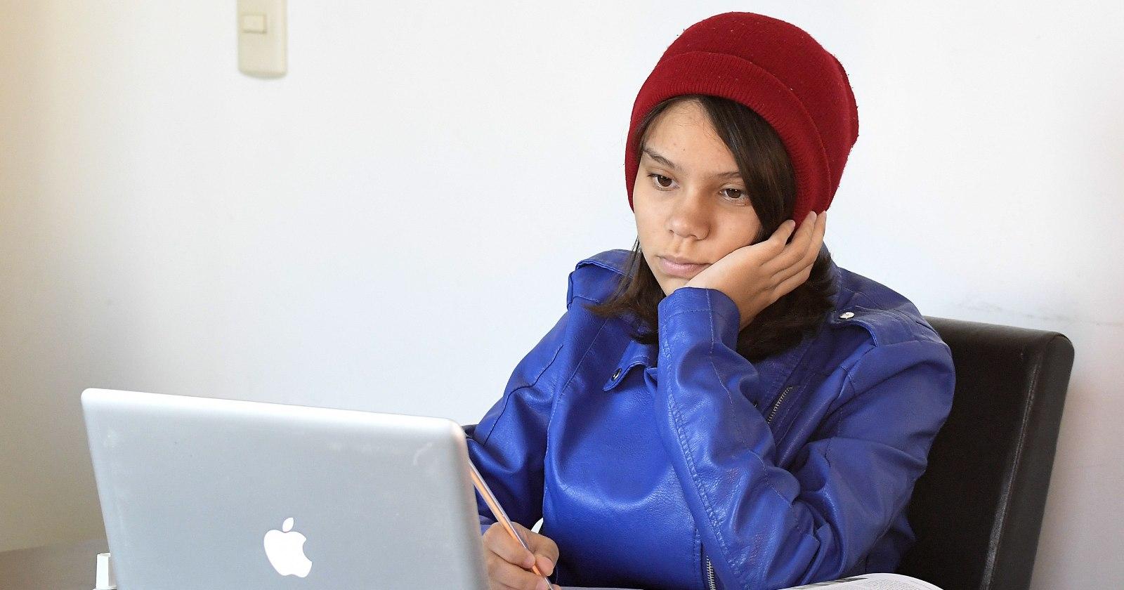 """""""Educación online: profesores valoran acompañamiento emocional de estudiantes por sobre enseñanza de contenidos"""""""