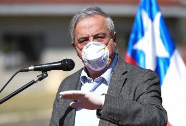 Ministro Mañalich asegura que teme por su vida y a una eventual acusación constitucional