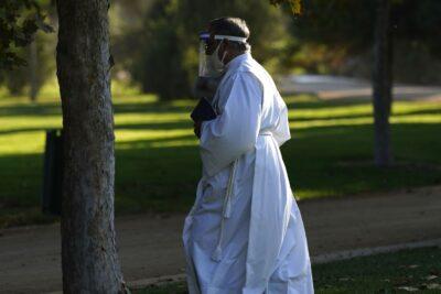 Polémica por colegio de Las Condes que confesaba y entregaba comunión en la calle